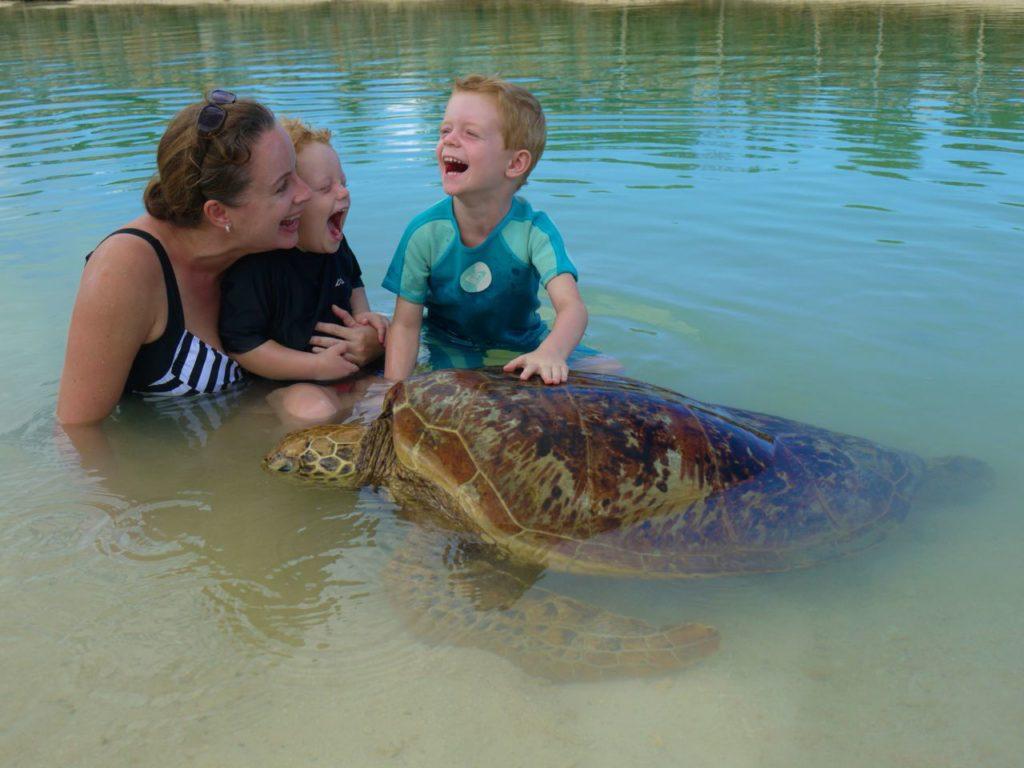 lisa-and-kids-and-turtle